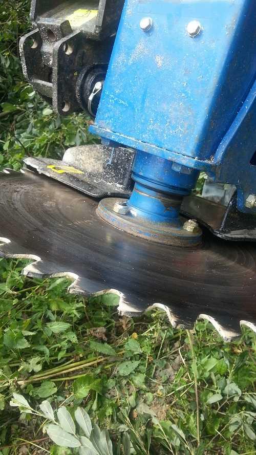 Scie circulaire hydraulique pour mini-pelle 2014-08-0516.03.45